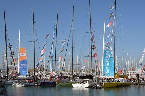 plusieurs bateaux du Vendee Globe amarres aux potons