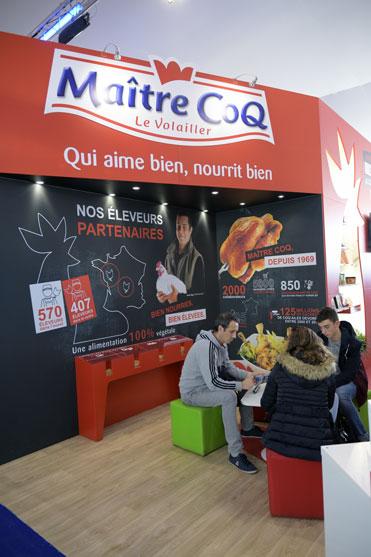 le stand de Maitre Coq dans le village du vendee globe 2016