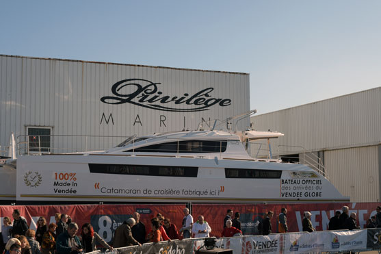 le catamaran officiel du départ du vendee globe