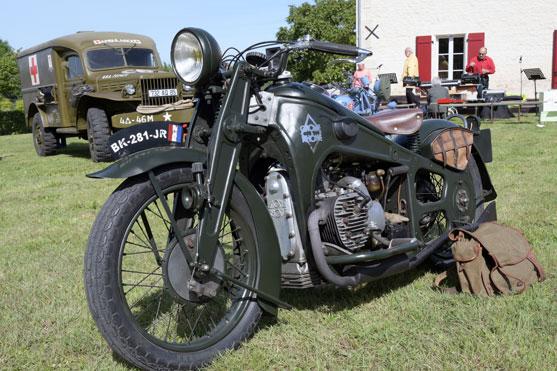 une moto de la derniere guerre